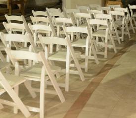 כסאות תאילנדים לבנים מתקפלים להשכרה