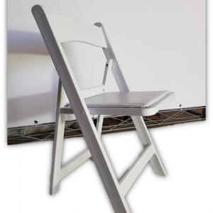 השכרת כסא עץ מתקפל