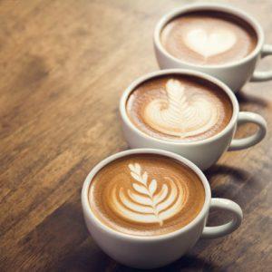3 ספלי קפה מלאים