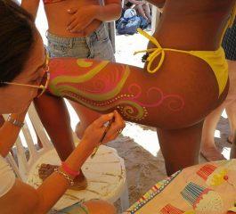 ציורי גוף, קעקועים ואיפור פול מון